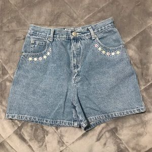 Vintage Embroidered High Waisted Shorts 🌼